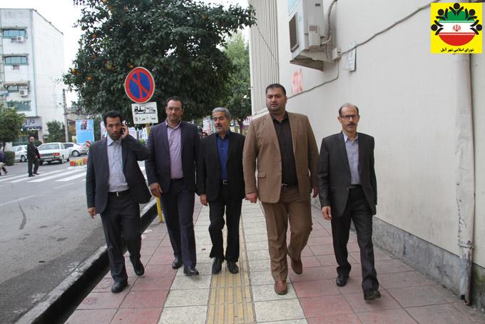 بازدید اعضای شورای اسلامی شهر و شهردار آمل از پروژه های پیاده روسازی و یکسان سازی تابلوی واحدهای کسبی هسته مرکزی شهر- عکس