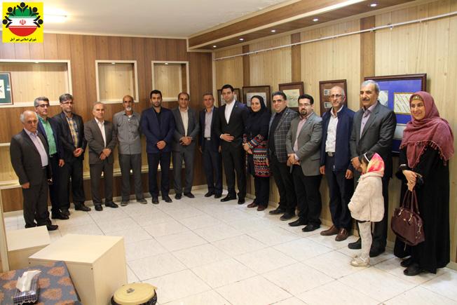 به مناسبت هفته خوشنویسی صورت گرفت؛ بازدید اعضای شورا از نمایشگاه انجمن خوشنویسان آمل – تصویری